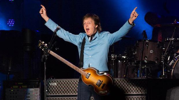Paul McCartney no Mineirão durante a turnê <em>Out There!</em>, em Belo Horizonte
