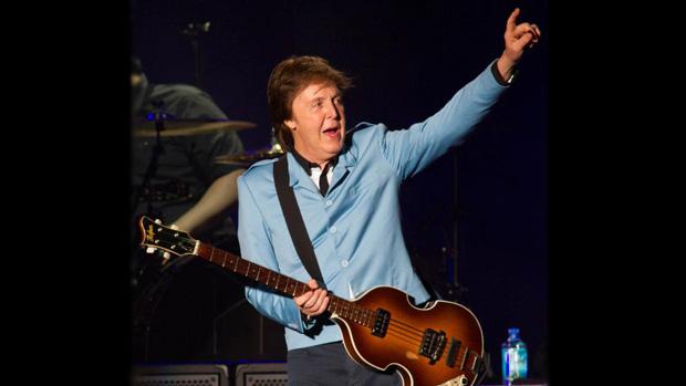 Paul McCartney subiu ao palco do Mineirão para o primeiro show de sua nova turnê mundial – <em>Out There!</em>. O ex-Beatle se apresenta em 06 de maio em Goiânia e no dia 09 em Fortaleza