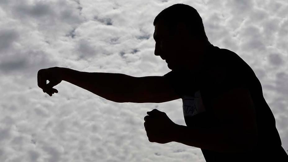 O boxeador Vitali Klitschko durante treino em Moscou. Antes de tentar carreira política, o ucraniano defenderá seu cinturão dos pesos pesados contra o alemão Manuel Charr