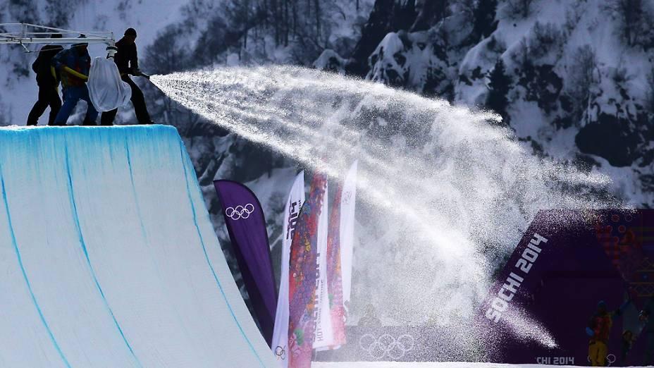 Disputa do snowboard halfpipe em Sochi, na Rússia