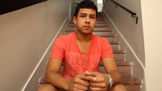 O sobrevivente do incêndio Handrey Fagundes, de 19 anos