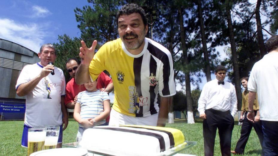 O ex-jogador Sócrates na comemoração pelo seu aniversário de 50 anos em Ribeirão Preto (SP), 19 de fevereiro de 2004