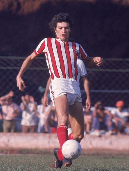 Sócrates com a camisa do Botafogo de Ribeirão Preto, agosto de 1974