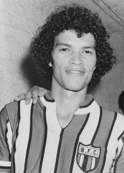 Sócrates com a camisa do Botafogo de Ribeirão Preto, agosto de 1976