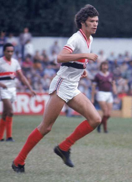 Sócrates com a camisa do Botafogo de Ribeirão Preto, década de 1970
