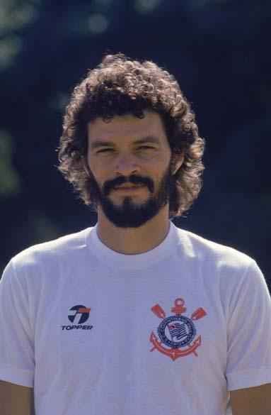Sócrates durante treino do Corinthians, 1985