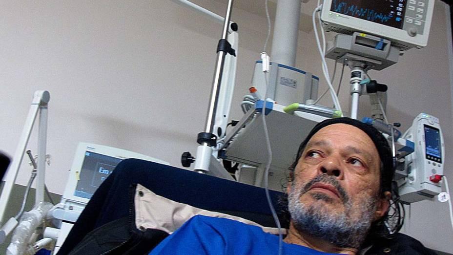 Sócrates durante internação no Hospital Albert Einstein, 25 de agosto de 2011