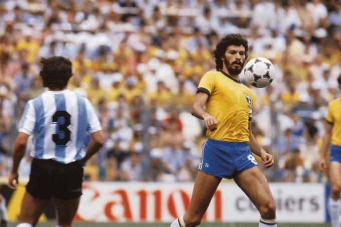 socrates-selecao-brasileira-copa-1982-02-original.jpeg