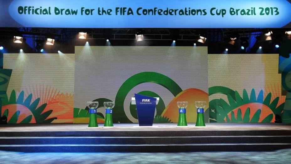 O cenário do sorteio dos grupos da Copa das Confederações, em São Paulo