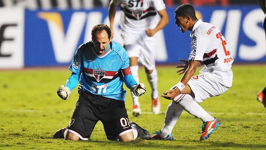 Rogério Ceni comemora gol do São Paulo contra o Atlético-MG na Libertadores