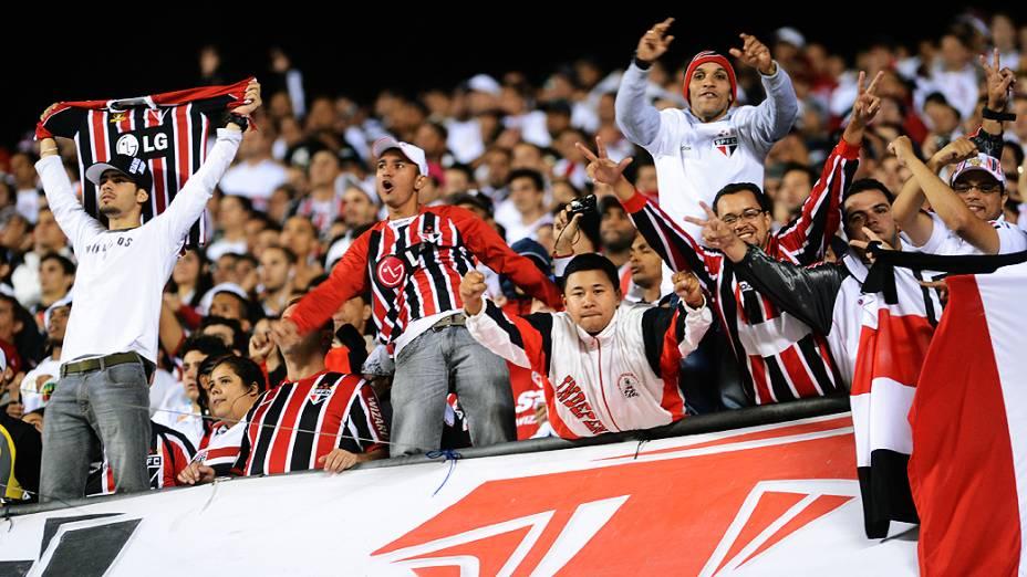 Torcida do São Paulo faz festa no estádio do Morumbi