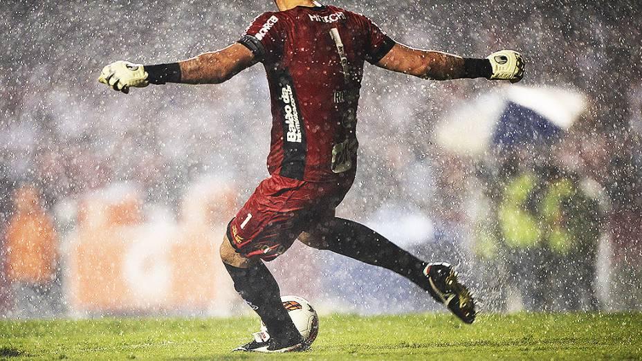Sob forte chuva no Morumbi, a Ponte Preta venceu o São Paulo por 3 a 1 na primeira partida da semifinal da Copa Sul-Americana