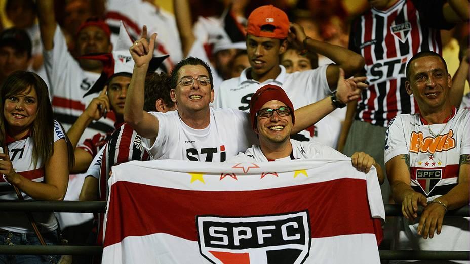 Torcida do São Paulo durante partida contra a Ponte Preta, válida pela semifinal da Copa Sul-Americana, no Morumbi