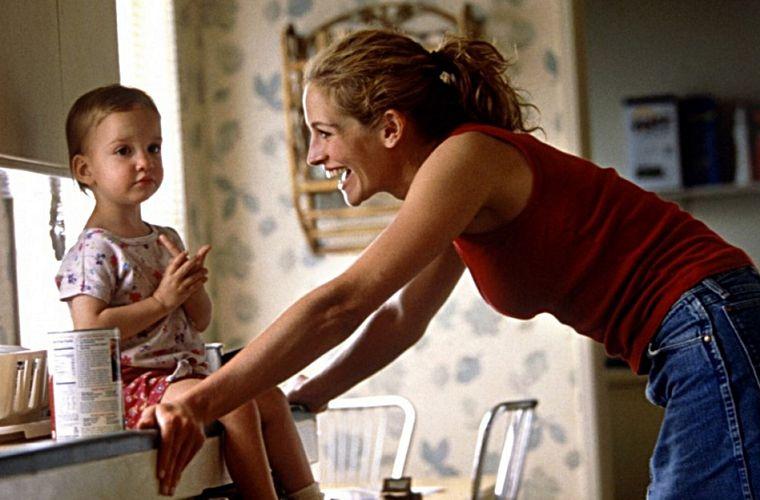 Julia Roberts em Erin Brockovich - Uma Mulher de Talento (2000), filme inspirado em fatos verídicos.