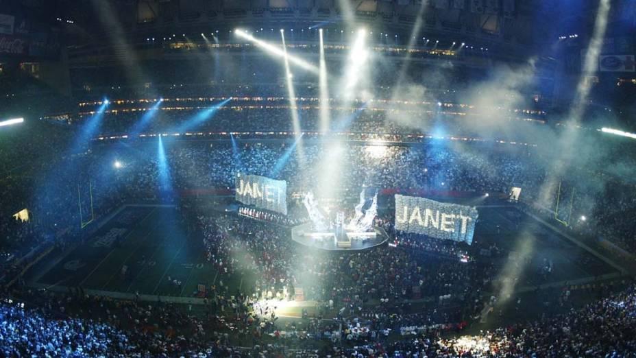 Palco das apresentações do halftime show (show do intervalo), do Super Bowl de 2004