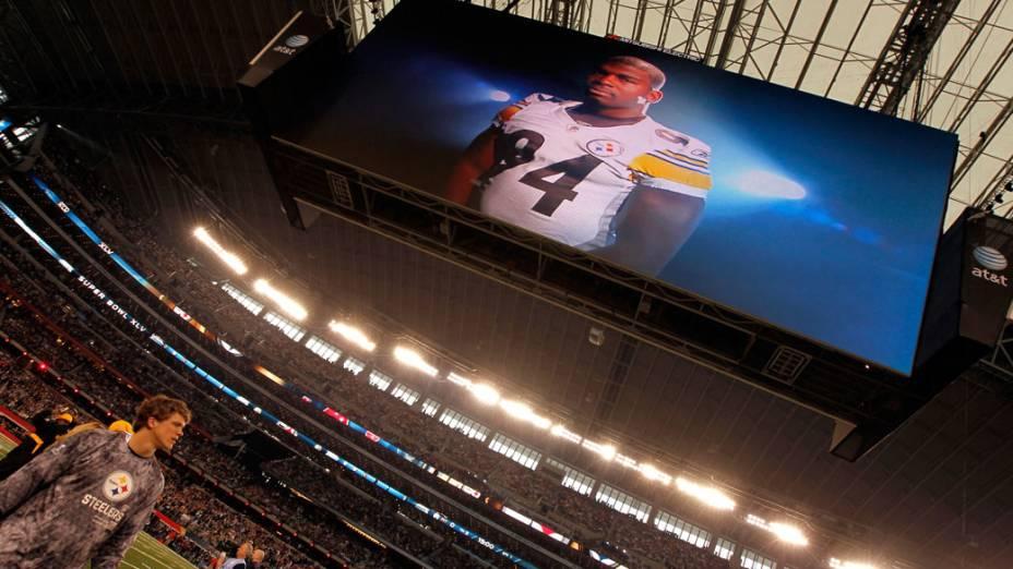Visão geral do Cowboys Stadium. O telão do estádio é um dos maiores no mundo