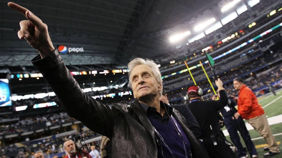 O ator Michael Douglas durante a abertura do Super Bowl, nos EUA
