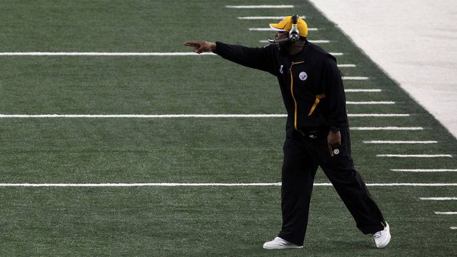 Mike Tomlin, técnico do Pittsburgh Steelers durante o quarto tempo do Super Bowl XLV