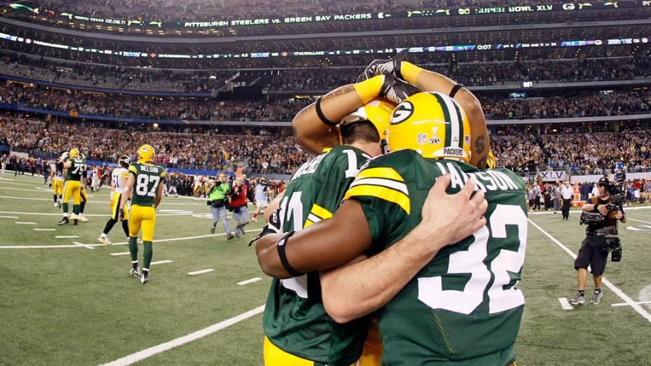 Jogadores do Green Bay Packers comemoram a vitória do Super Bowl por 31 a 25