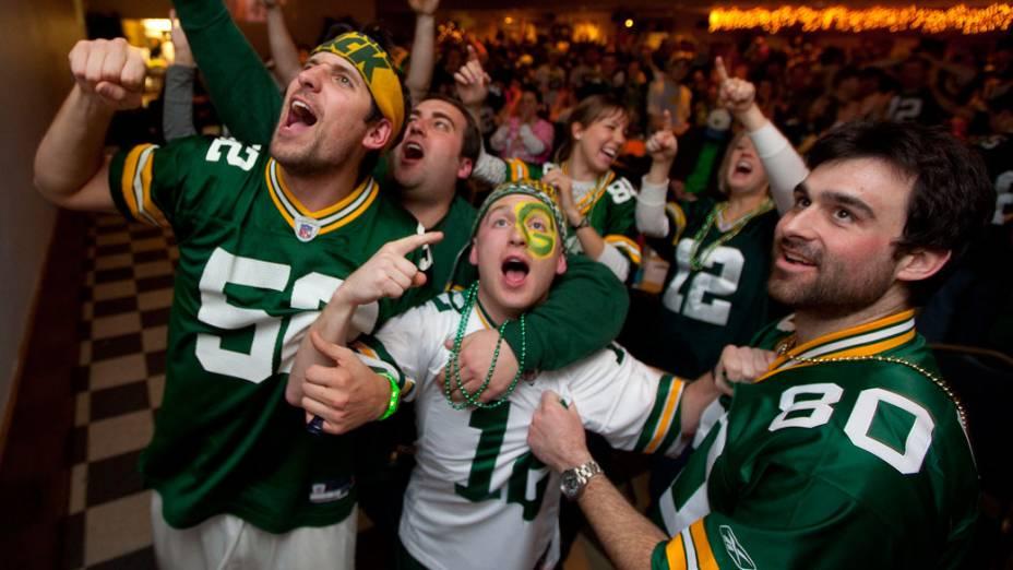 Torcida do Green Bay Packers comemoram o fim do primeiro tempo do Super Bowl XLV