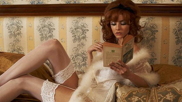 Tamsin Egerton em cena do filme inglês The Look of Love, de Michael Winterbottom, sobre magnata da indústria de produtos eróticos do Reino Unido