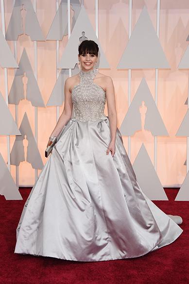 Felicity Jones no tapete vermelho do Oscar 2015