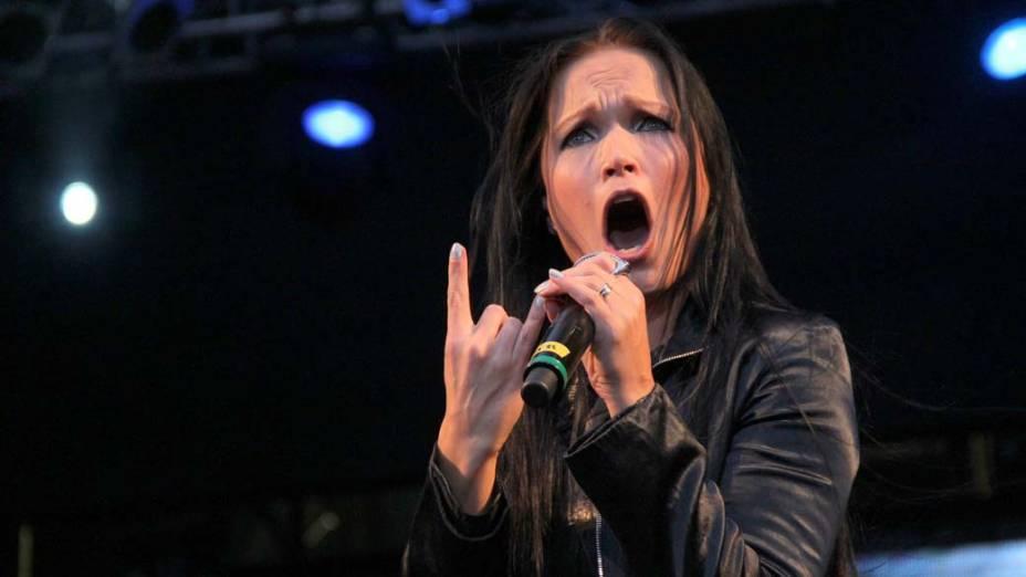 Tarja Turunen no show do Angra no palco Sunset, no terceiro dia do Rock in Rio, em 25/09/11