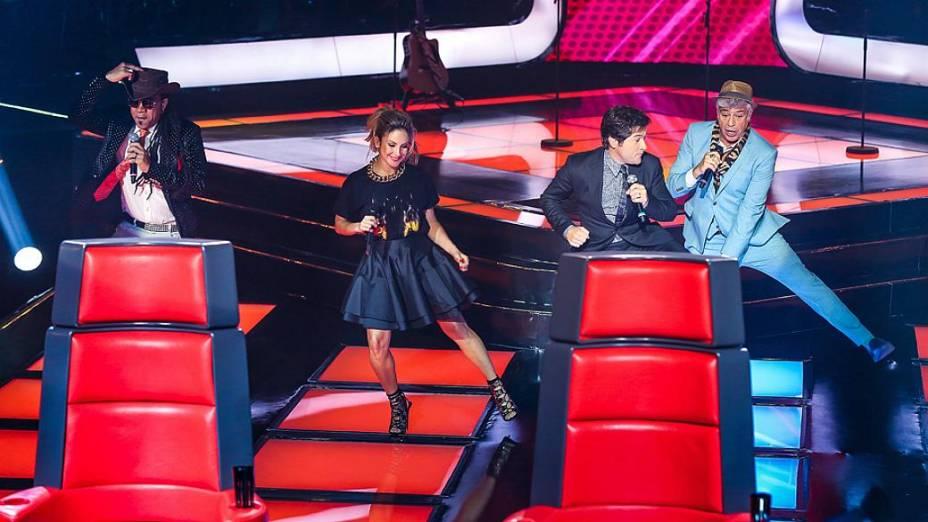 Técnicos cantam juntos no The Voice Brasil