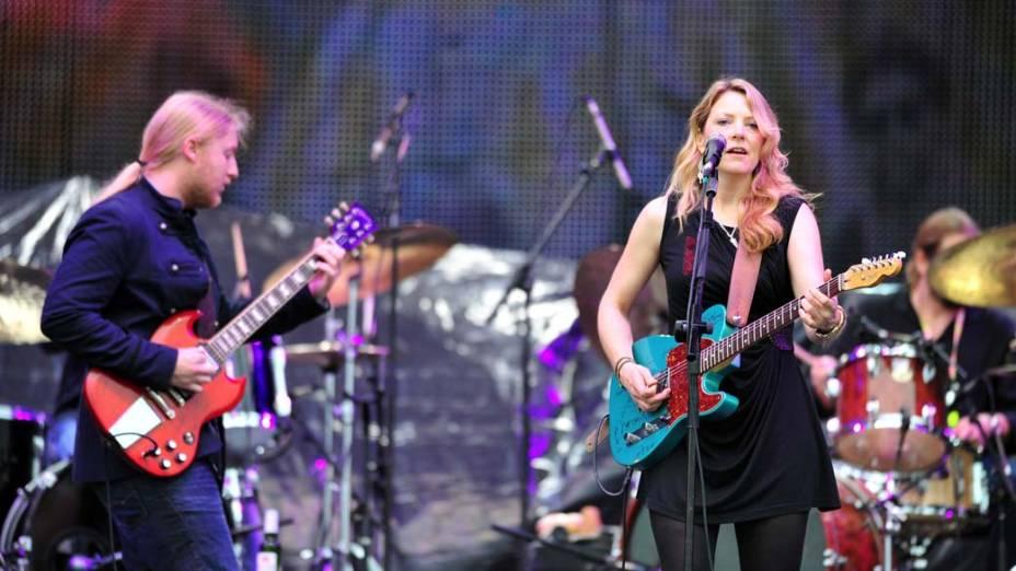 Tedesch Trucks Band durante show no palco Energia & Consciência, no segundo dia do festival SWU em Paulínia, em 13/11/2011