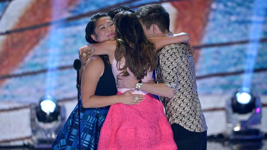 Lea Michele se emociona ao agradecer prêmio no Teen Choice Awards