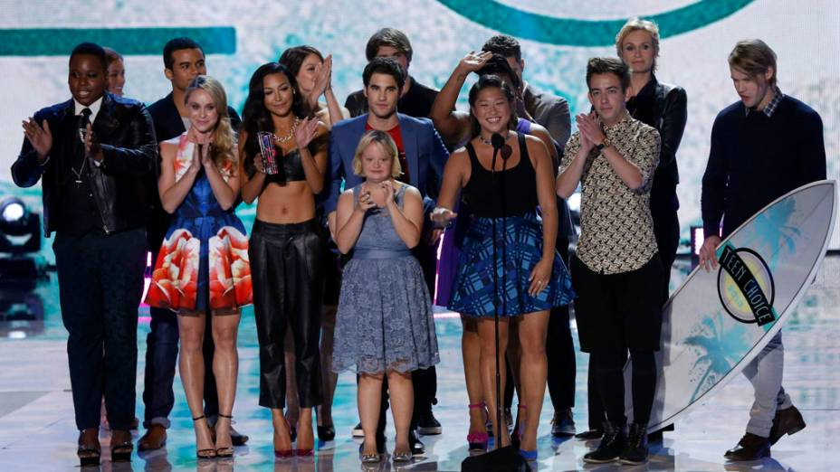 Elenco de Glee recebe prêmio na categoria Melhor Série de Comédia