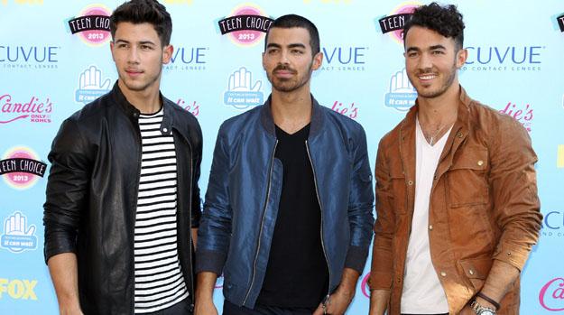 O grupo Jonas Brothers durante o Teen Choice Awards 2013