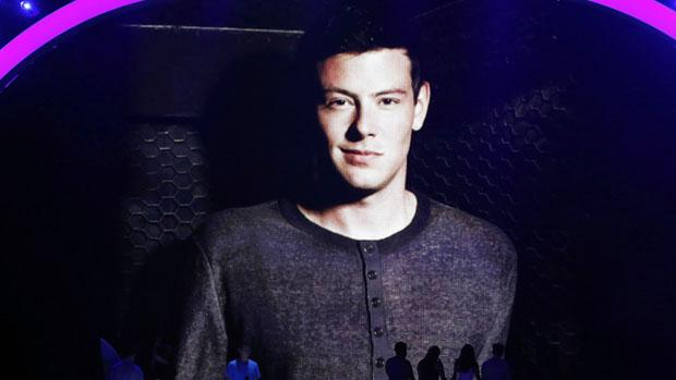 Homenagem a Cory Monteith, do seriado Glee, durante a premiação do Teen Choice Awards