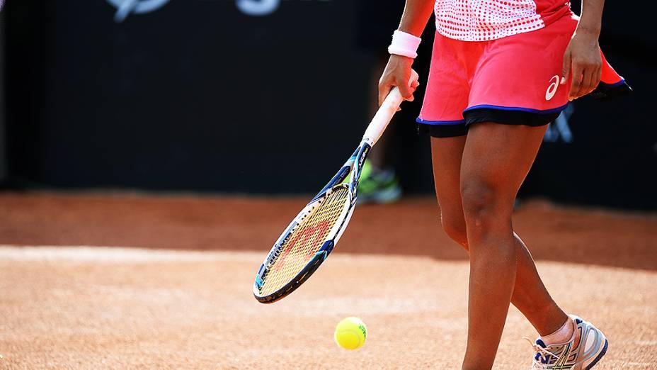 Teliana Pereira durante partida contra a tenista checa Klara Zakopalova