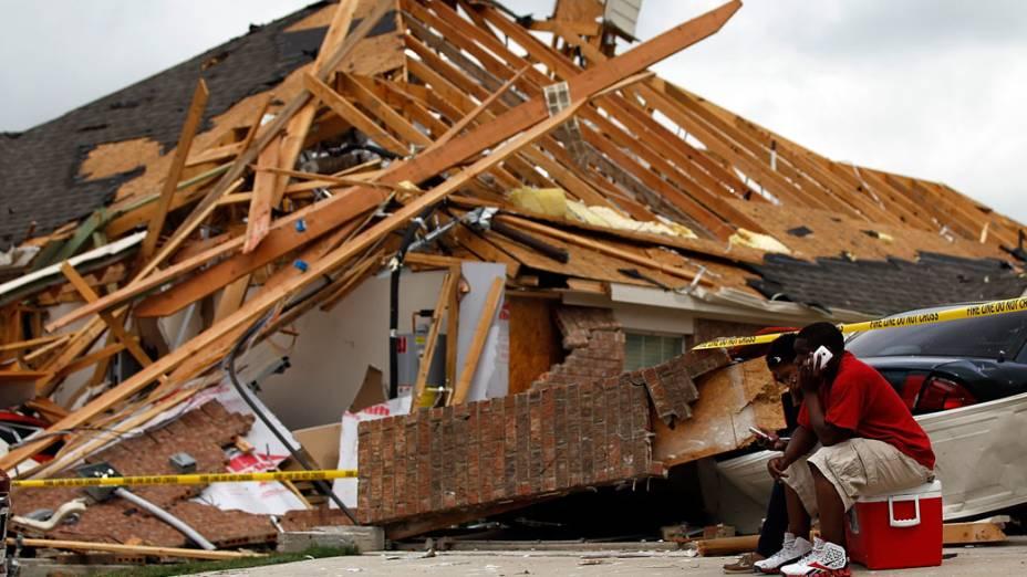 Residência destruída após passagem de tornados na cidade de Dallas, nos Estados Unidos