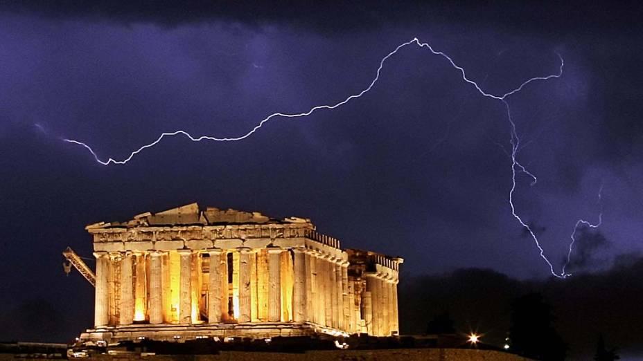 Tempestade atinge a região próxima ao antigo templo do Parthenon, Grécia