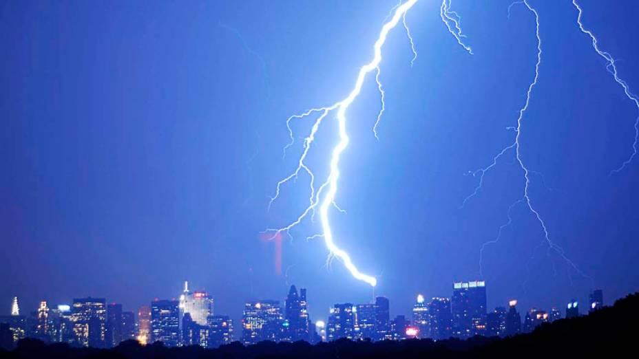 """Tempestade de raios atinge o edifício do """"The New York Times"""" em Nova York"""