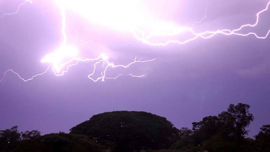 Tempestade de raios atinge a cidade de Pelotas no Rio Grande do Sul