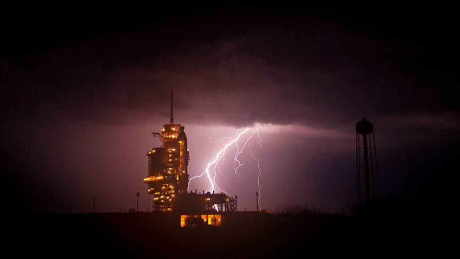 Tempestade vista no Kennedy Space Center da NASA em Cabo Canaveral, na Flórida