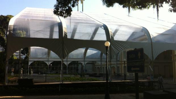 Tenda para recepção ao papa Franciso já está sendo instalada no Palácio Guanabara