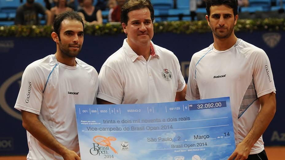 Dupla Cabal e Farah é vice-campeã e recebe cheque dos organizadores da competição