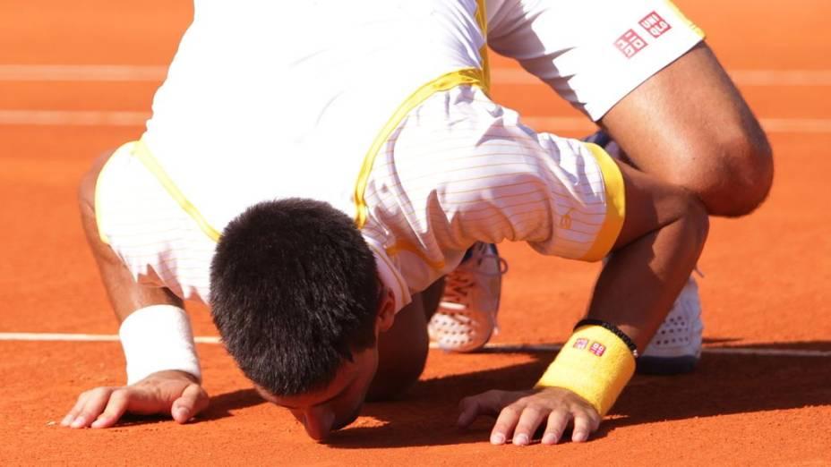 Novak Djokovic comemora a conquista do Masters 1000 de Monte Carlo, onde mora