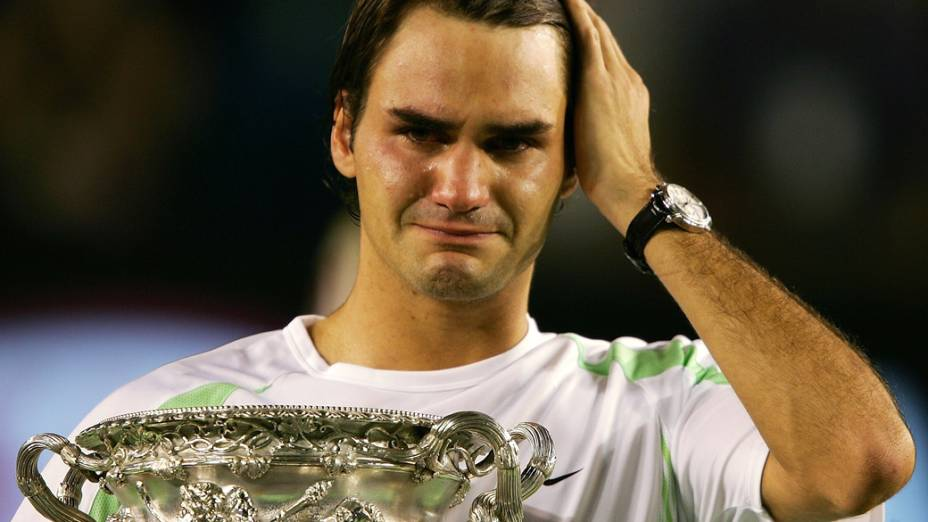 O suíço Roger Federer se emocionou ao conquistar o Australian Open de 2006 sobre o tenista do Chipre Marcos Baghdatis