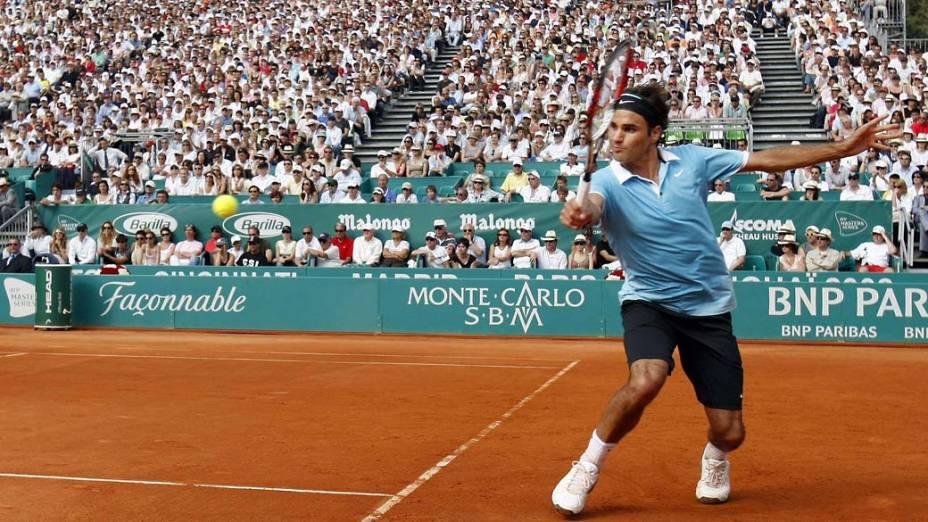 Roger Federer durante partida válida pelo Master Series de Monte Carlo contra o sérvio Novak Djokovic em 2008