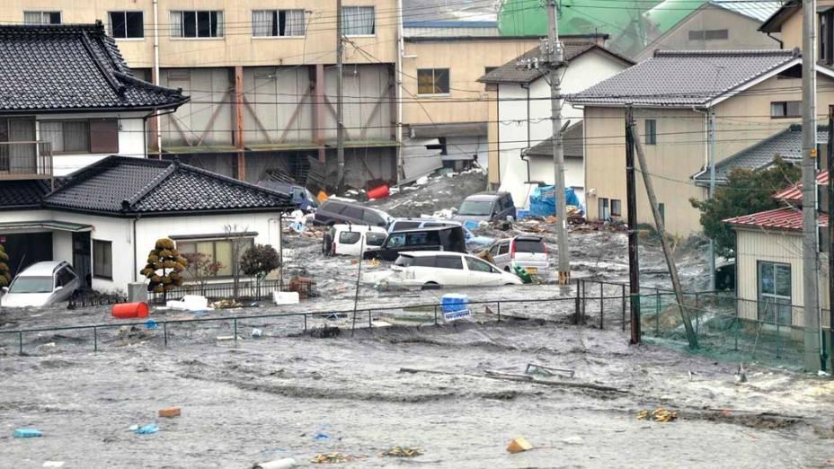 Ruas alagadas depois do tsunami em Kesennuma após o tremor causado pelo terremoto de 8,9 graus na tarde desta sexta-feira, Japão