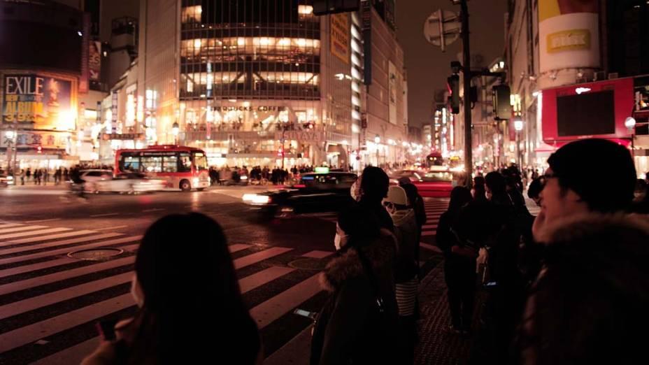 Cruzamento no bairro de Shibuya em Tóquio, Japão