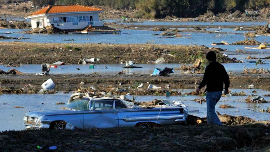 Destruição após o tsunami em Yamamoto, Japão<br>