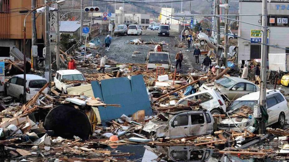 Destruição após o tsunami e terremoto em Kesennuma, Japão