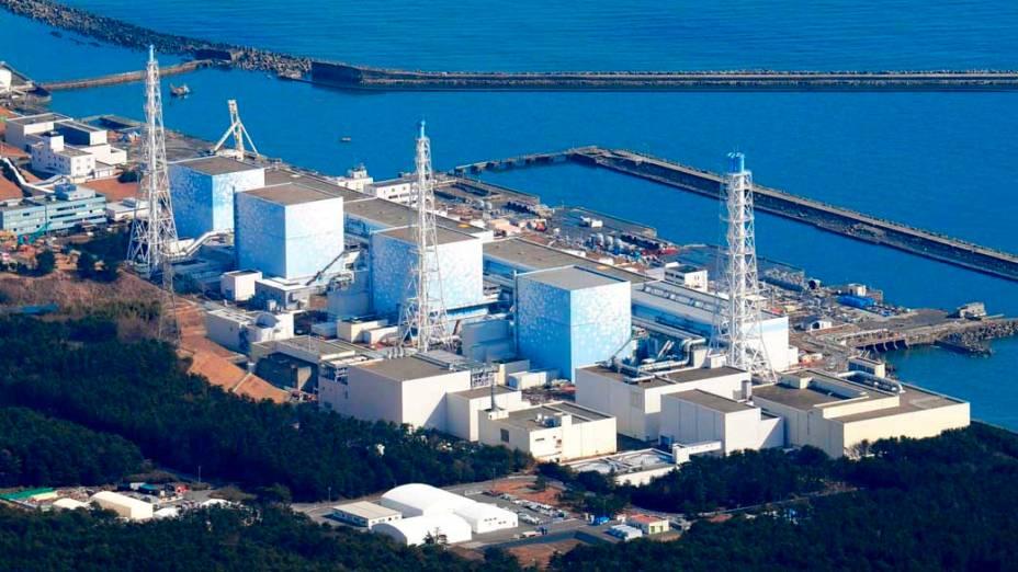 Usina nuclear de Fukushima antes da explosão neste sábado, Japão