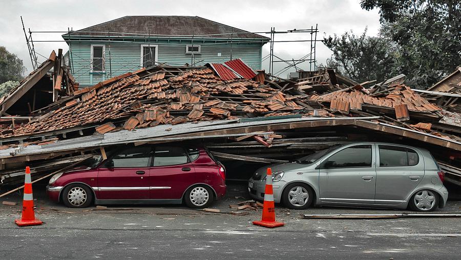 Carros destruídos pelo terremoto em Christchurch, na Nova Zelândia
